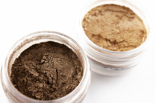 confident and golden mineral eyeshadow