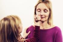 Grace Applying Eyeshadow